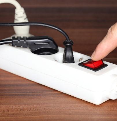 Bollette elettriche: tagliatele da soli con cinque, semplici mosse