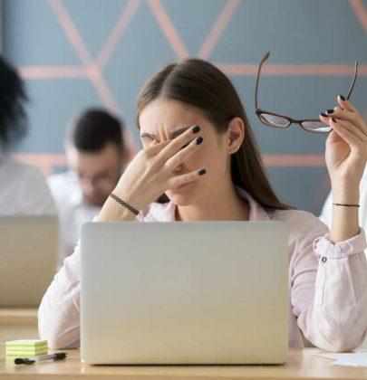 Il computer usiamolo ricordandoci di queste 5 regole d'oro. Evitiamo così il rischio della secchezza oculare (foto)