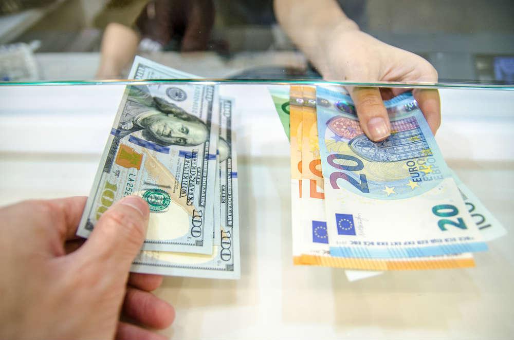 dove cambiare moneta estera in italia