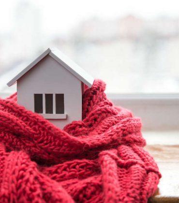 Case in inverno, come mantenerle sempre calde. Evitate spifferi, usate tende doppie, lasciate i termosifoni sgombri. E chiudete le porte (foto)