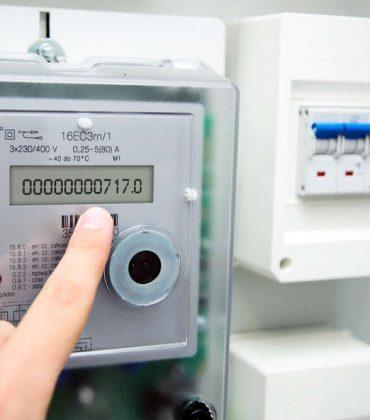 Contatore intelligente, come funziona per ridurre sprechi e risparmiare con le bollette elettriche. Il sistema Open Meter informa sui consumi in tempo reale (foto)