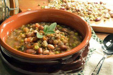 ricetta zuppa di verdure e legumi