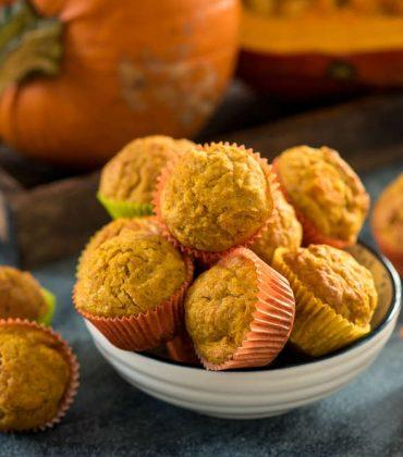 Muffin salati alla zucca: la ricetta, con il gorgonzola, di un antipasto dal gusto speciale, perfetto per il picnic al parco con i bambini