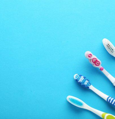 Spazzolini da denti, ne gettiamo 11 chili a testa. Dove?  E ricordiamo che per il 97 per cento sono plastica