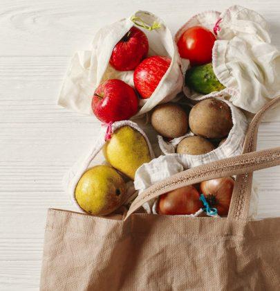 Spesa sostenibile: scegliete i prodotti con pochi, o zero, imballaggi. Evitate gli articoli usa-e-getta