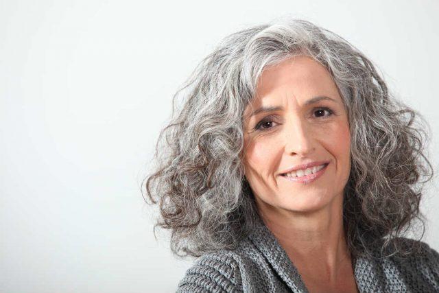Il fascino delle donne con i capelli bianchi - Non sprecare