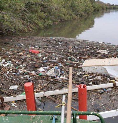 Roma, il successo delle le barriere anti-plastica: fermano i rifiuti nel Tevere per non farli arrivare in mare