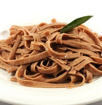 Tagliatelle di castagne: la ricetta da gustare con il pesto alla genovese