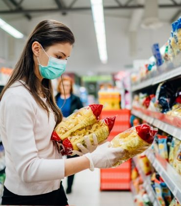 Coronavirus, guanti e mascherine vanno sempre tra i rifiuti dell'indifferenziata