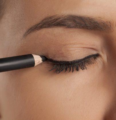 Come truccare gli occhi con ingredienti naturali. A partire dalla matita fai-da-te