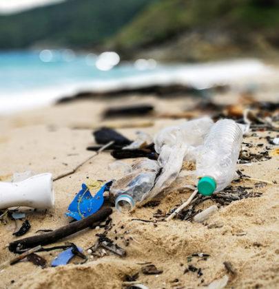Spiagge sporche, i rifiuti li produciamo noi. Solo noi. E sono 700 ogni 100 metri di spiaggia