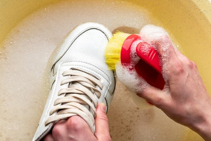 come lavare le scarpe da ginnastica
