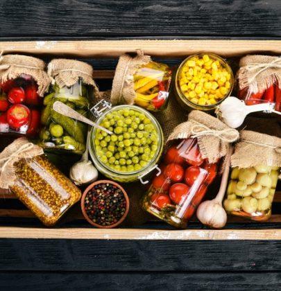 Come conservare gli alimenti, dalle conserve ai salumi. E come evitare il rischio botulino
