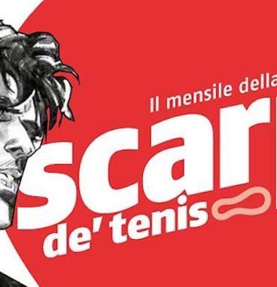 Scarp de' tenis, il giornale venduto dai senzatetto. Ogni copia costa 3 euro, e uno resta al venditore