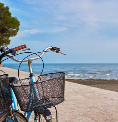 Come andare in bici, dall'abbigliamento giusto alle regole da rispettare. Il bon ton del ciclista