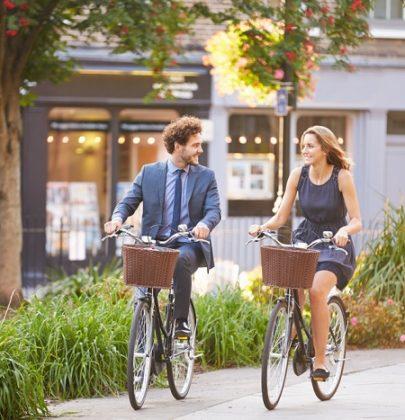 Incentivi a chi usa la bici, ecco i comuni che danno 25 centesimi a chilometro o buoni spesa