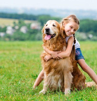 Animali e bambini: tutti i benefici della convivenza con cani e gatti e consigli per gestirla
