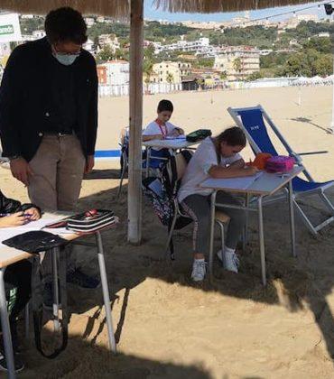A Vasto la scuola batte il Covid: le lezioni si fanno vista mare